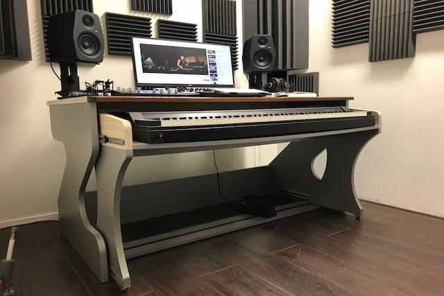 Studio 3, Banjo